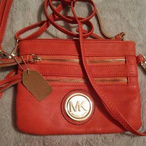 Crossbody Zippered leather bag